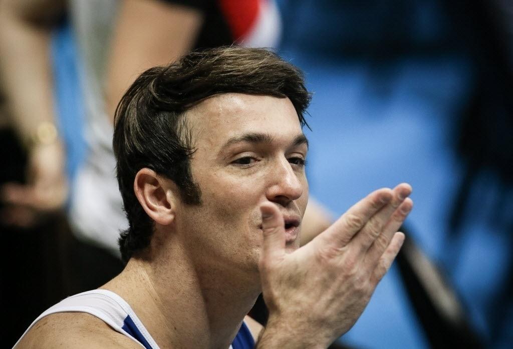 02.mai.2015 - Diego Hypolito teve média de 14.837 no salto e ficou com medalha de bronze em etapa da Copa do Mundo de ginástica artística que está sendo disputada em São Paulo