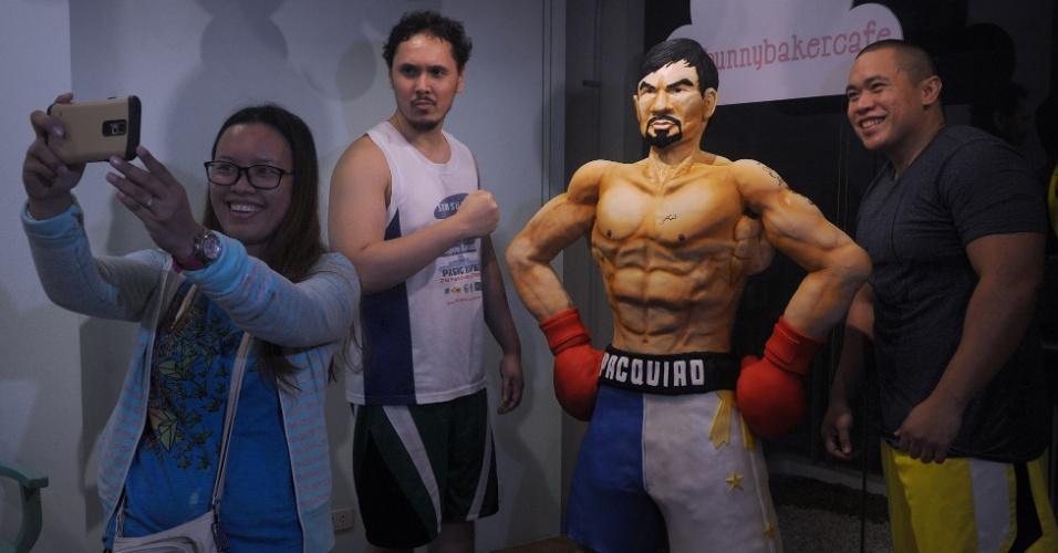 Fãs se empolgam com bolo de 70 kg de Manny Pacquiao