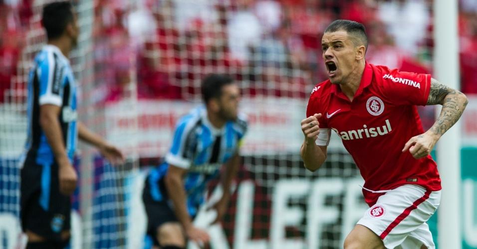 03.mai.2015 - D'Alessandro vibra com o gol marcado pelo Inter no clássico Gre-Nal 406