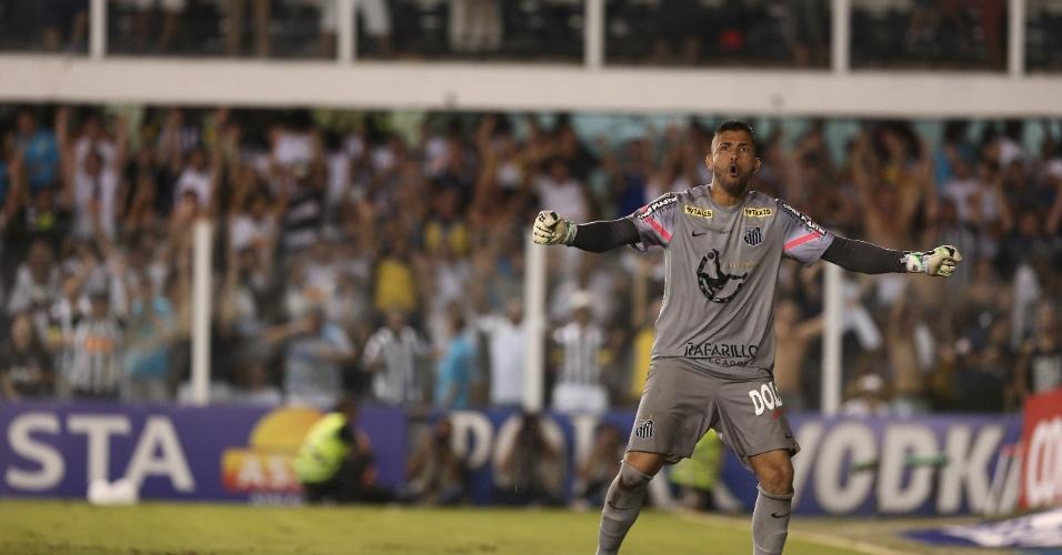 Goleiro do Santos, Vladimir comemora defesa de pênalti durante final do Campeonato Paulista