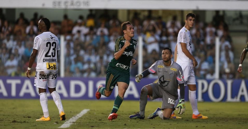 Lucas, do Palmeiras, comemora seu gol pelo Palmeiras contra o Santos na final do Paulista