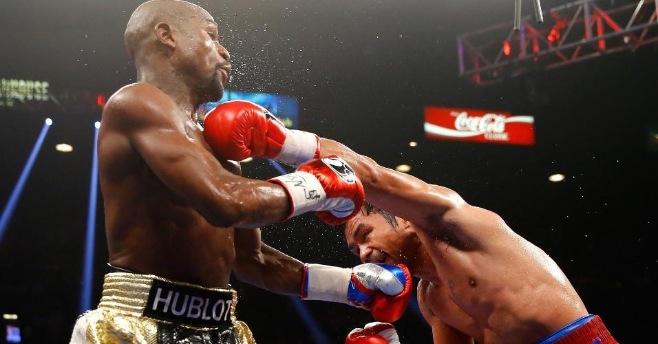 Manny Pacquiao desfere golpe em Floyd Mayweather