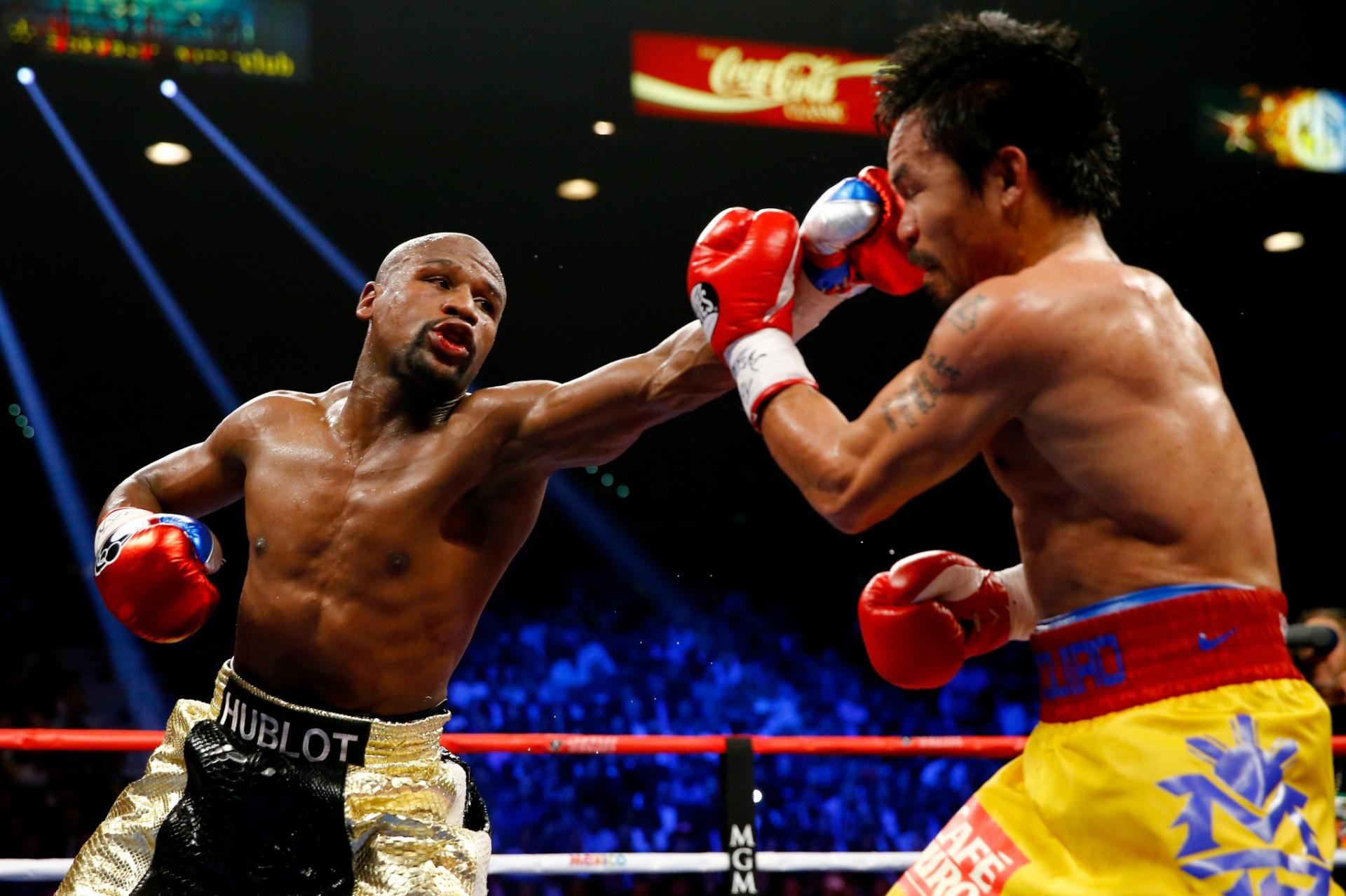 Mayweather acerta um jab no rosto de Manny Pacquiao