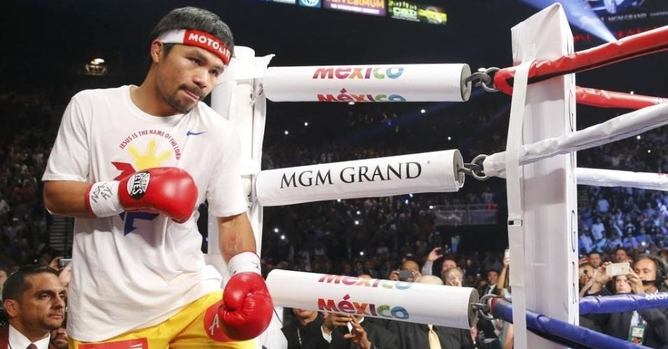 O filipino Manny Pacquiao sobe ao ringue para a luta de boxe mais esperada desse século