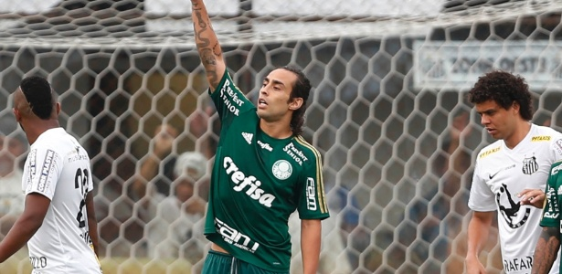 Valdivia gesticula com time do Palmeiras na final contra o Santos