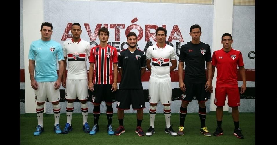 f94a27a36b2 Jogadores do São Paulo posam com a nova camisa da Under Armour