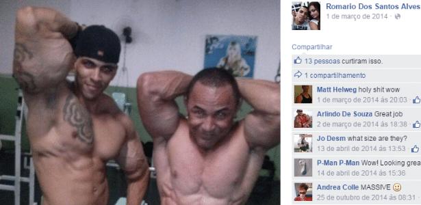 Romario dos Santos Alves (esquerda) mostra o bíceps que chegou a mais de 63 cm