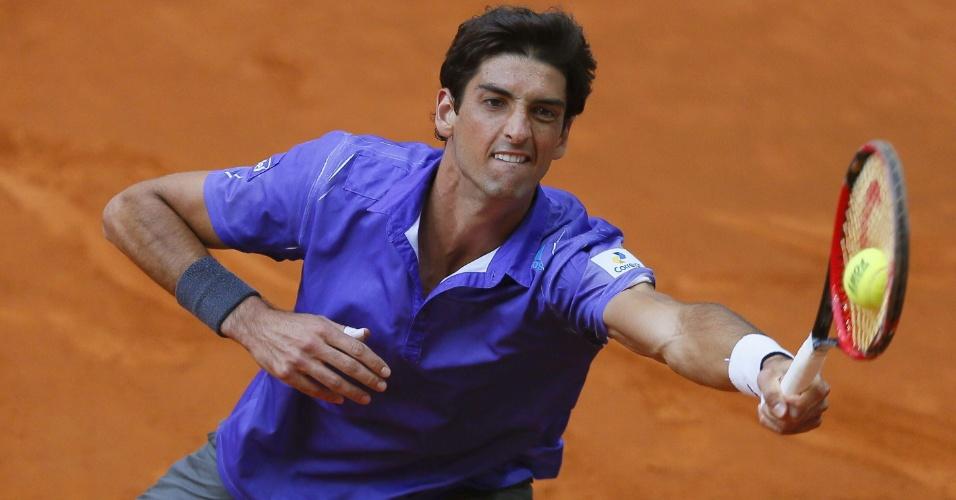 Thomaz Bellucci devolve bola durante partida contra Jeremy Chardy no Masters 1.000 de Madri