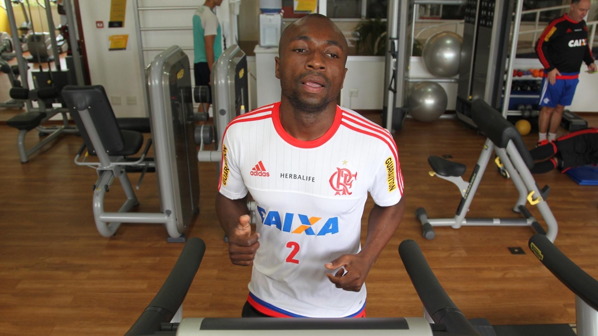 Armero treina em Atibaia na expectativa de estrear com a camisa do Flamengo