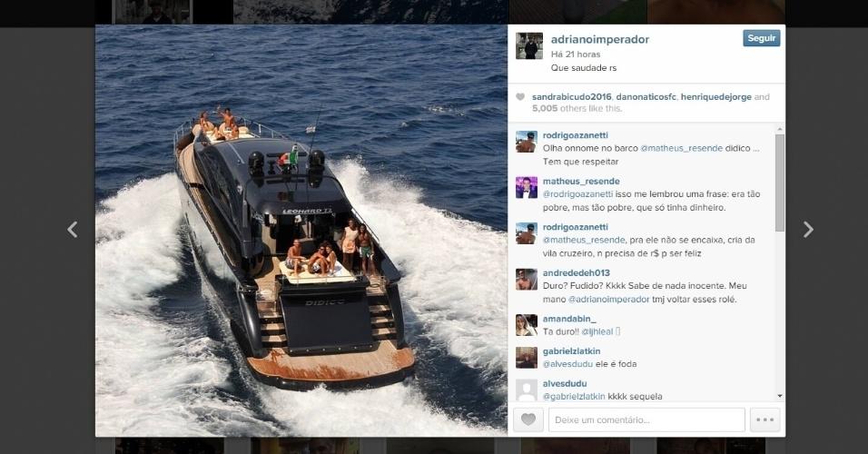 Em clima nostálgico, Adriano postou a foto de uma lancha com a legenda