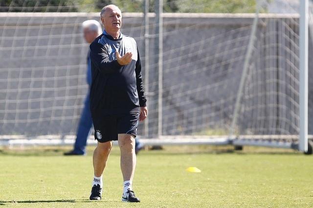 Felipão comanda treinamento do Grêmio no CT Luiz Carvalho