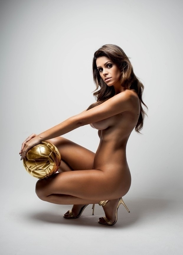 Ex-namorada do cartola da CBF Ricardo Teixeira, 67, a modelo Tatiane Cravinho conta que ganha mesada de cartola.