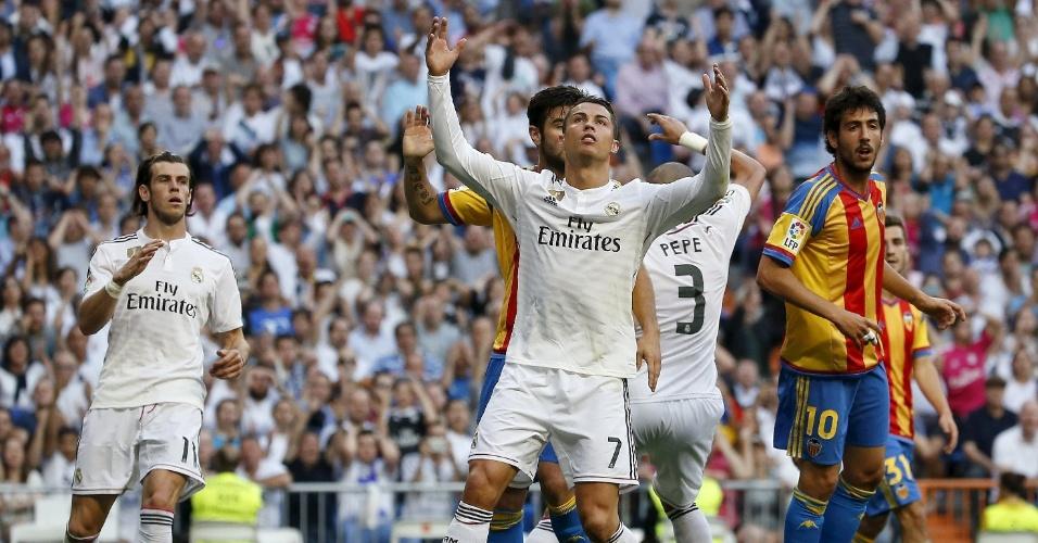 Cristiano Ronaldo perdeu um pênalti no fim do primeiro tempo do jogo  Real Madrid e  Valencia, no Campeonato Espanhol