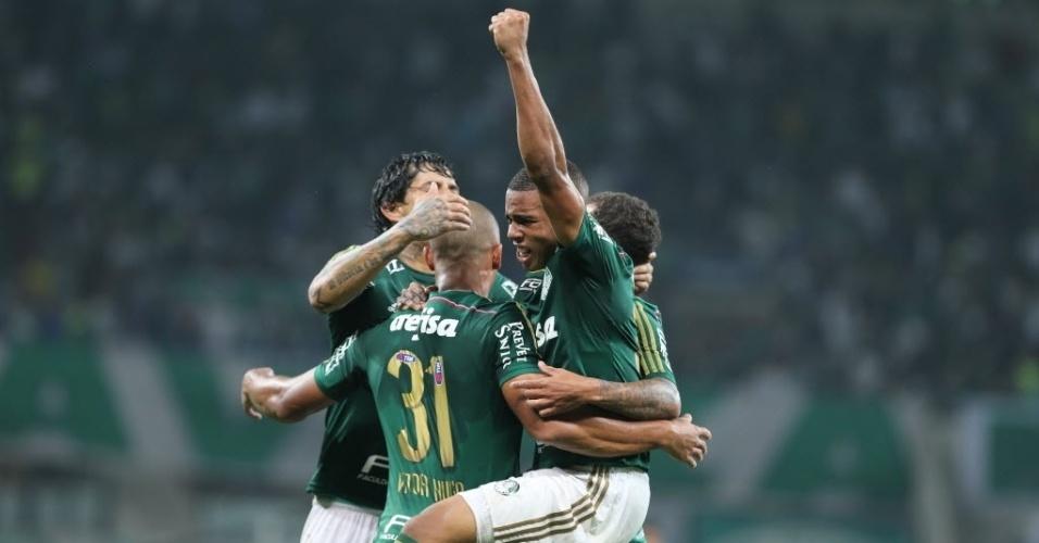 Jogadores do Palmeiras comemora gol de Vitor Hugo contra o Atlético-MG