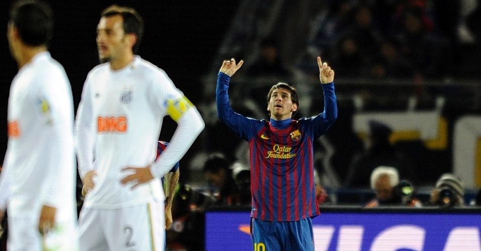 Messi comemora gol do Barcelona enquanto Edu Dracena lamenta
