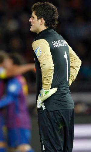 Rafael Cabral lamenta gol sofrido pelo Santos na partida contra o Barcelona, pelo Mundial de Clubes