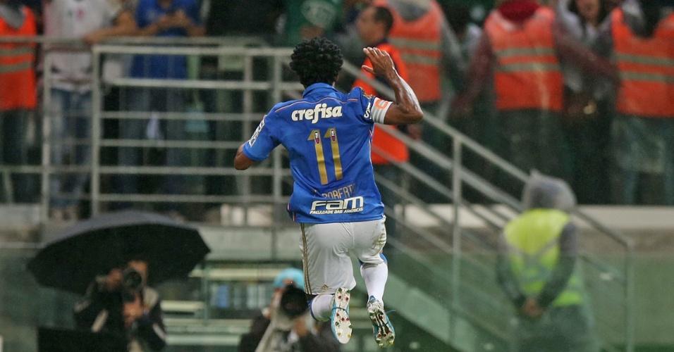 Zé Roberto comemora o terceiro gol do Palmeiras contra o Sampaio Correa