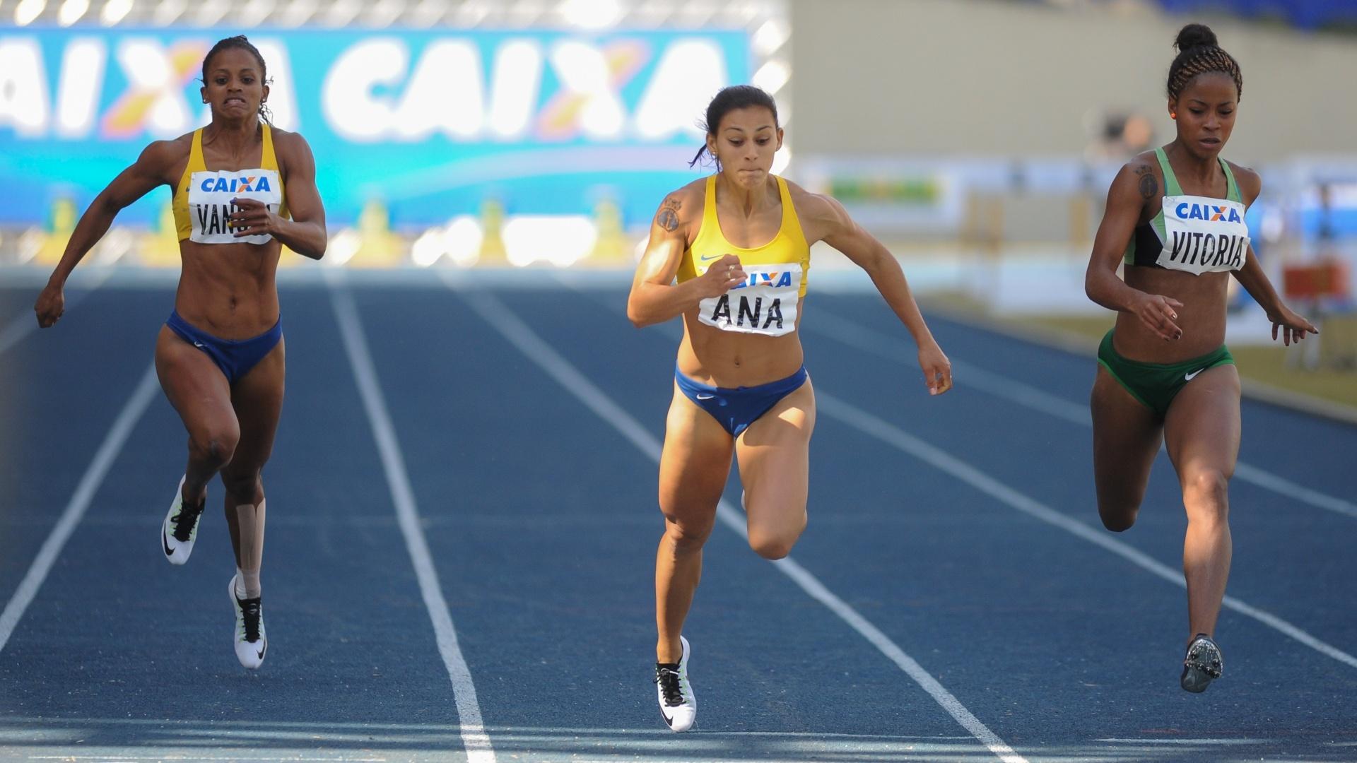 Ana Cláudia Lemos (centro) vence os 200m no Troféu Brasil com índice para o Rio-2016