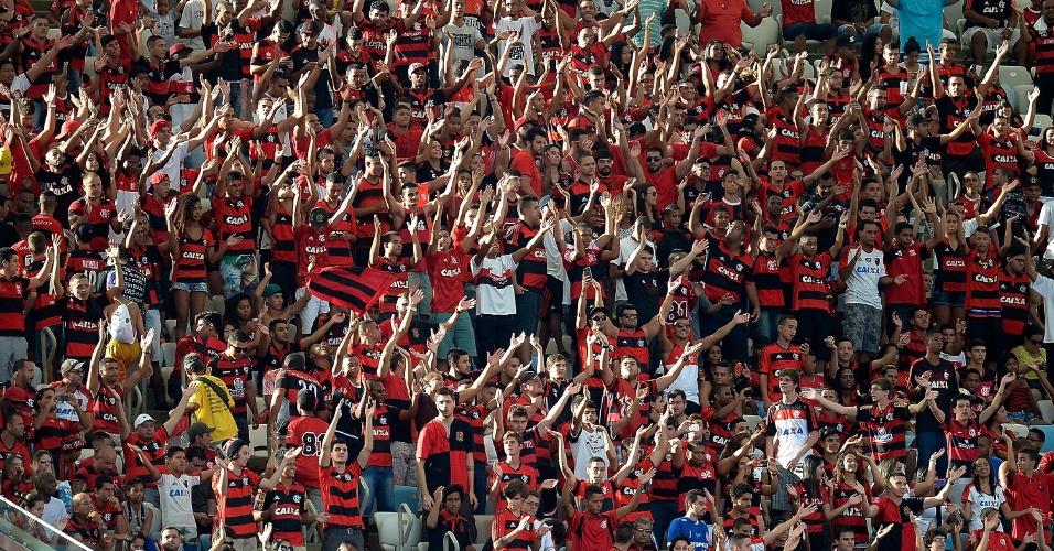 Torcida do Flamengo faz festa no Maracanã antes do duelo contra o Sport pelo Brasileirão