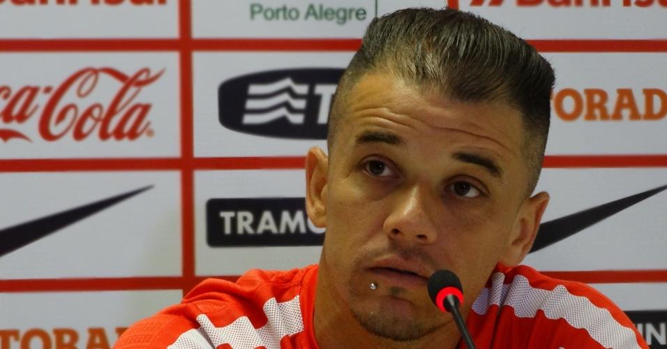 18.mai.2015 - D'Alessandro concede entrevista coletiva no CT do Inter