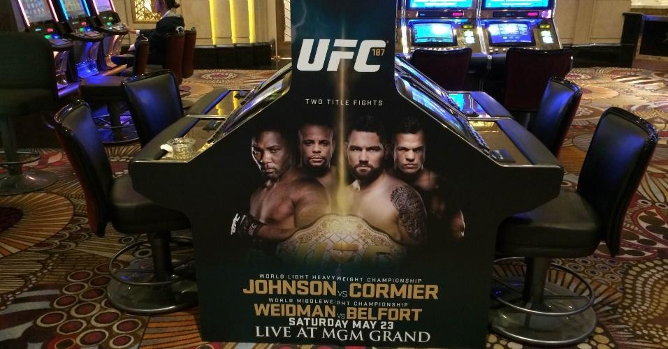 Até nas máquinas caça-níquéis há imagens referentes ao UFC 187