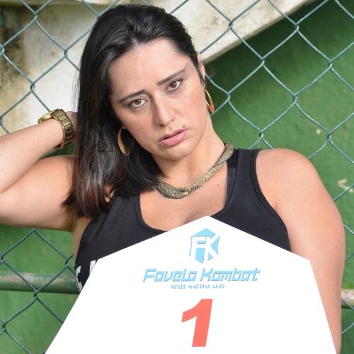 20.05.2015 - Depois de ter ring girls anã, transexual e plus size, o evento de MMA Favela Kombat convidou uma cadeirante para ser garota da placa. Ela desfilará no próximo sábado, em São Gonçalo