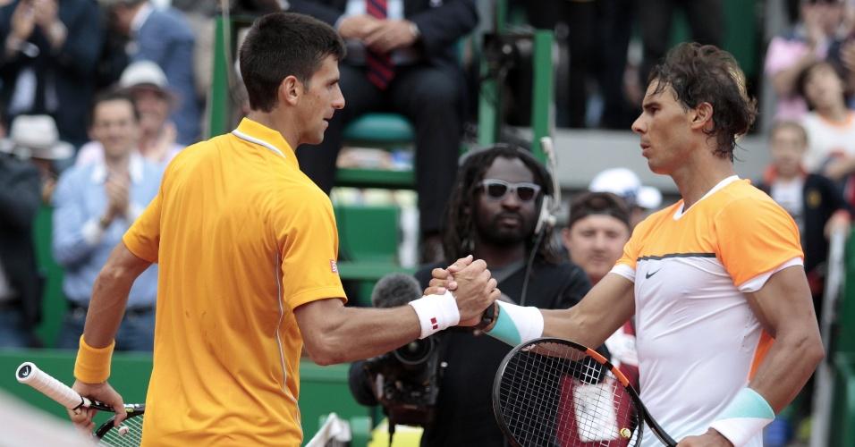 Djokovic cumprimenta Nadal após a vitória no último duelo entre eles