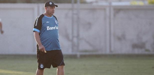 James Freitas, técnico interino do Grêmio que comanda o time contra o Figueirense