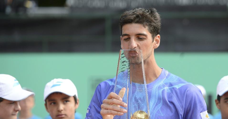 Bellucci beija a taça do ATP 250 de Genebra
