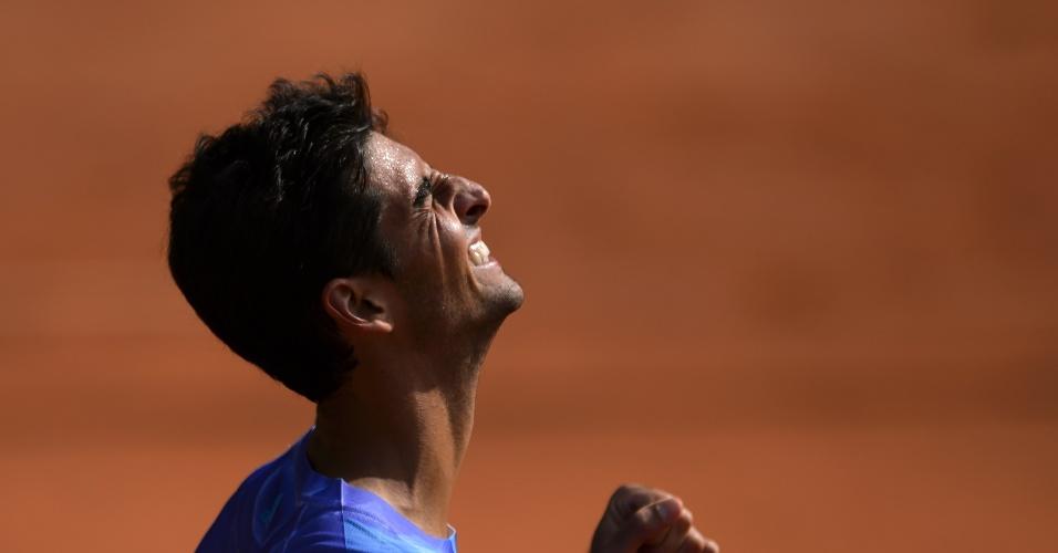 Bellucci cerra o punho após confirmar o título no ATP 250 de Genebra