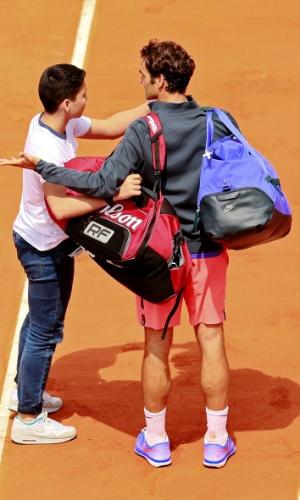 Federer mostra indignação com invasão de torcedor em Roland Garros