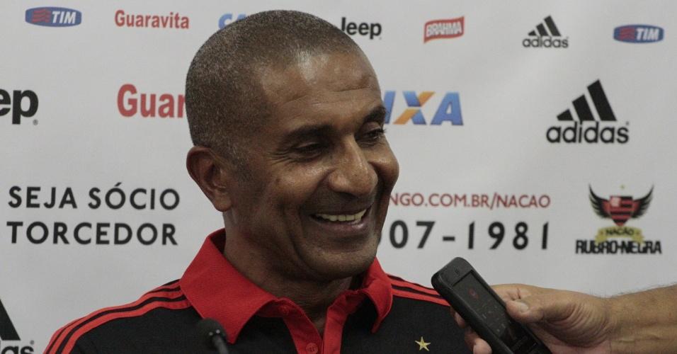 Cristóvão Borges é apresentado como técnico do Flamengo no CT Ninho do Urubu
