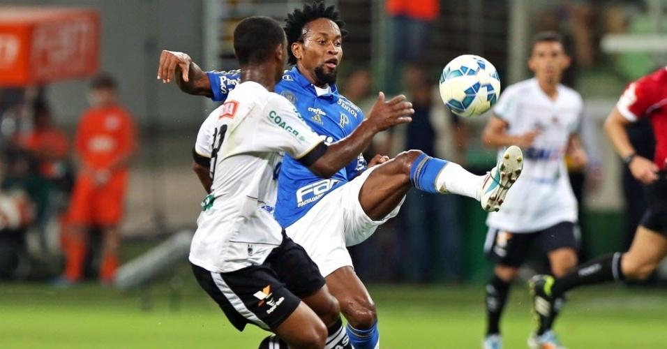 Zé Roberto tenta dominar bola em partida do Palmeiras contra o ASA, pela Copa do Brasil, nesta quarta-feira (27)