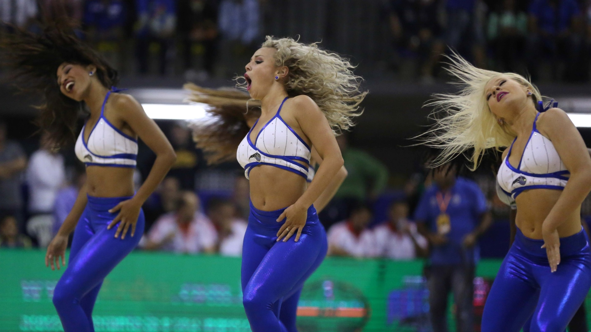 Cheerleaders do Orlando Magic fazem apresentação durante as finais do NBB