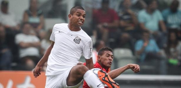 David Braz estará em campo no duelo entre Santos e Sport nesta quarta-feira, na Vila