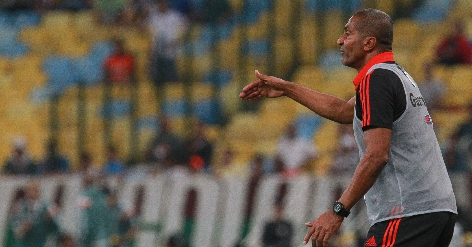 Cristóvão Borges orienta o time em sua estreia no comando do Flamengo