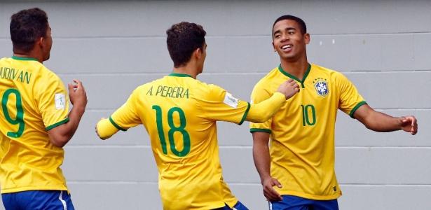 Gabriel Jesus comemora o primeiro gol do Brasil contra a Nigéria no Mundial Sub-20