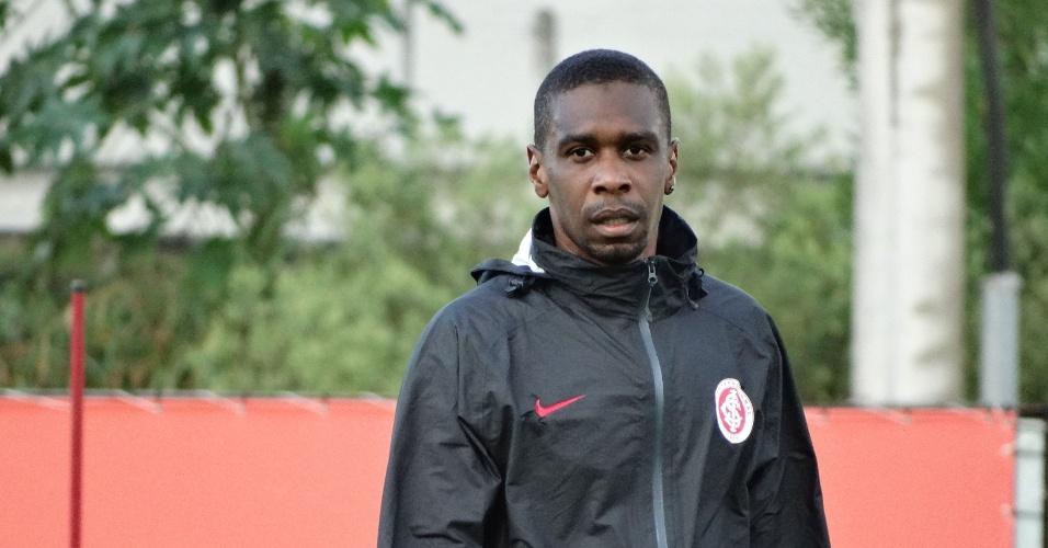 02.jun.2015 - Juan durante treinamento do Inter no CT do Parque Gigante