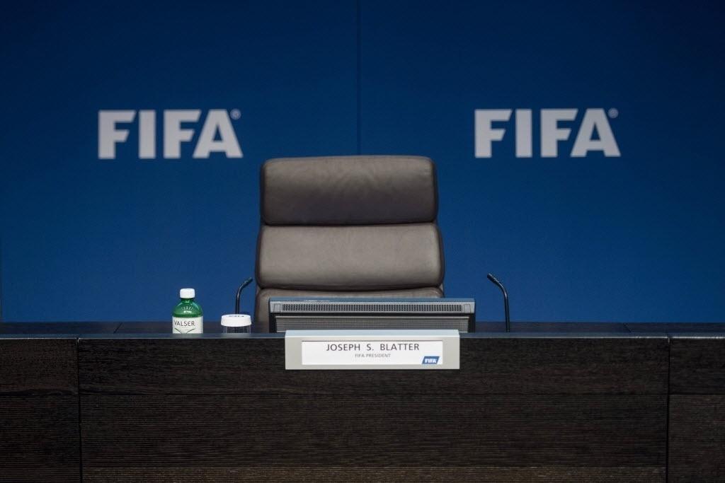 Cadeira de Blatter vazia antes do discurso de renúncia. Dirigente deixa o cargo depois de 17 anos