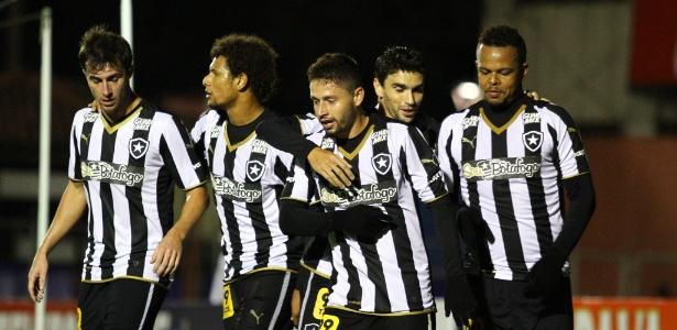 Botafogo sofreu contra Paraná. Clube volta a jogar fora de casa nesta 3ª, com Oeste