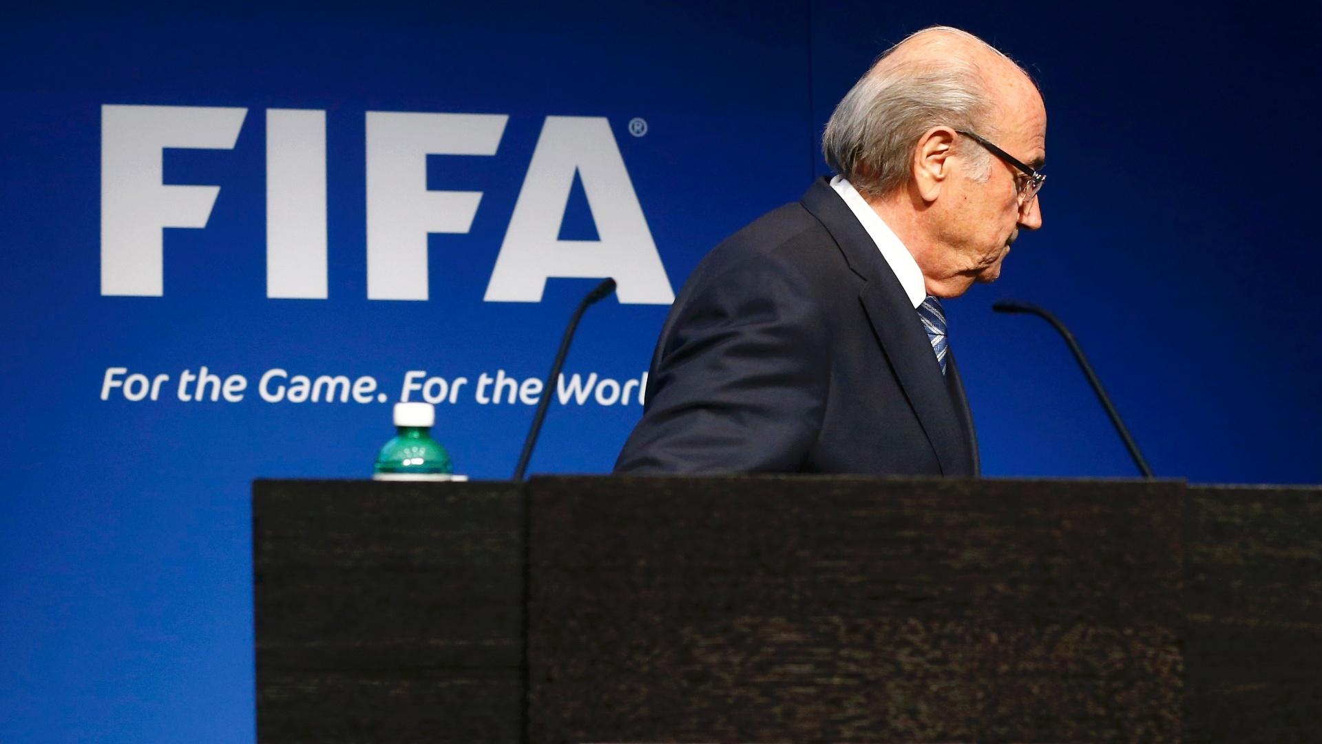 Joseph Blatter deixa entrevista após renunciar à presidência da Fifa