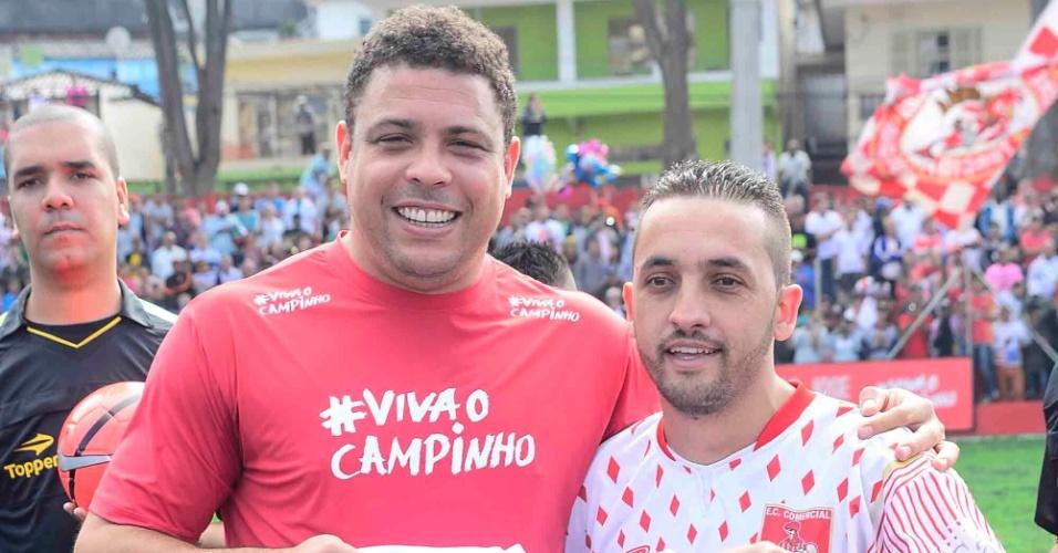 Ronaldo faz peneira em jogo de futebol de várzea em Pirituba, São Paulo