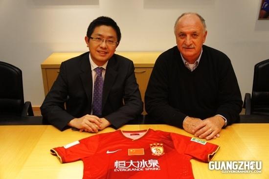 Felipão assina contrato com o Guangzhou Evergrande, da China