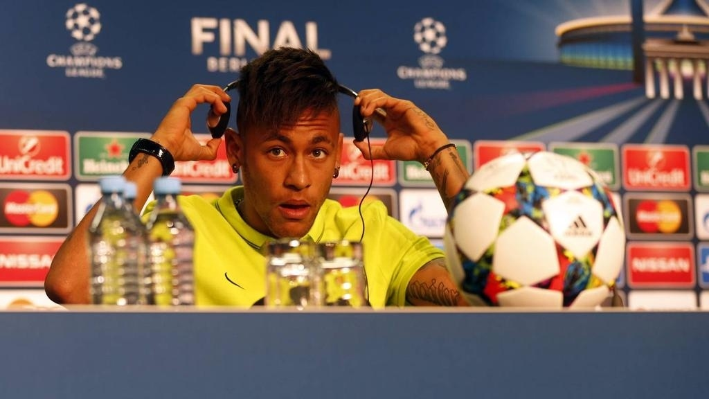 Neymar disse que tinha Buffon como ídolo na época de videogame na infância