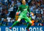 Após ofertas, agente diz que goleiro do Barça quer renovar contrato