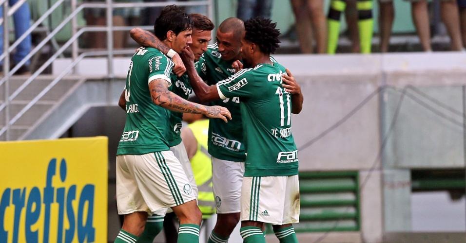Jogadores do Palmeiras comemoram gol de Rafael Marques contra o Fluminense