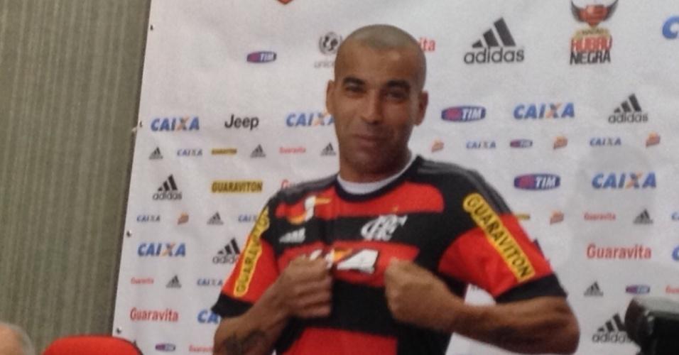Emerson Sheik foi apresentado oficialmente pelo Flamengo nesta quarta-feira