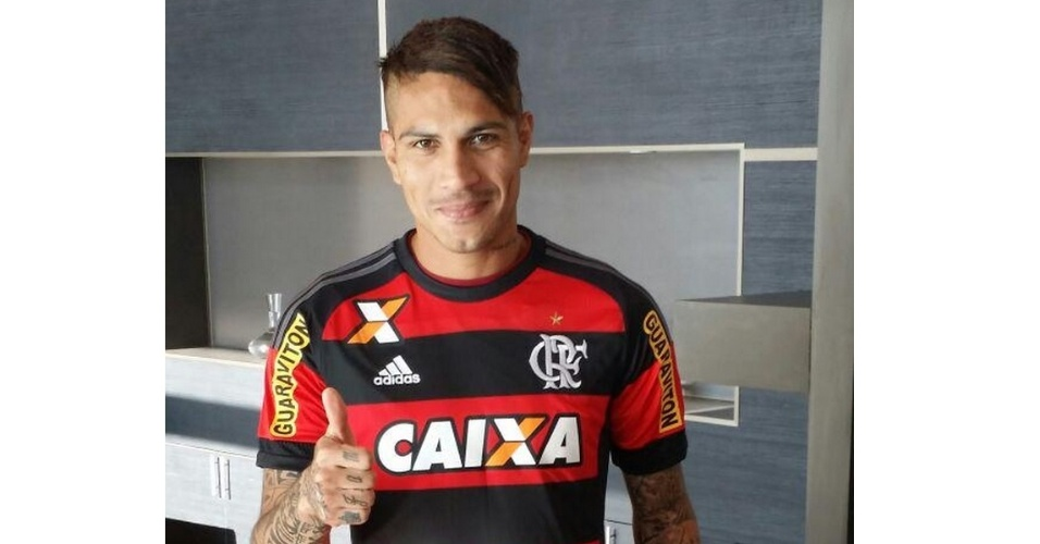 Paolo Guerrero veste a camisa do Flamengo pela primeira vez já durante Copa América