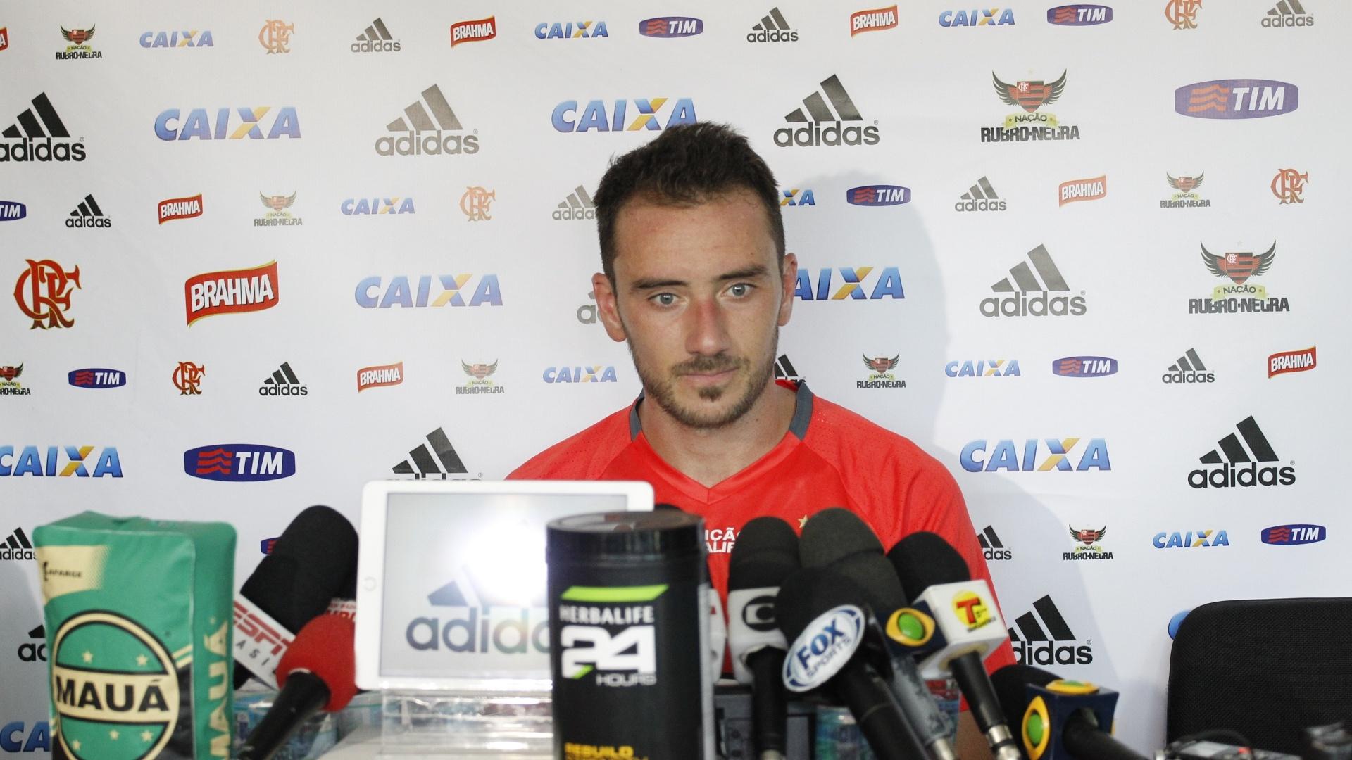 Frederico Mancuello concede entrevista coletiva após marcar dois gols em jogo-treino na Gávea
