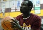 Jogador mentiu sua idade em 12 anos e brilhou no basquete, mas foi pego - Reprodução/Twitter